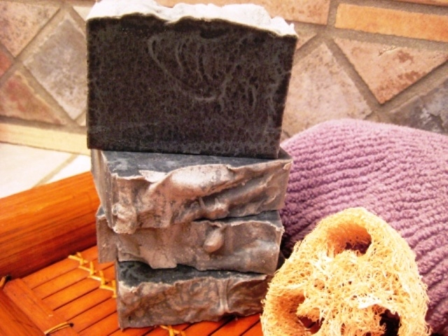 Tea Tree and Lemon Detox Vegan Bar with Activated Charcoal